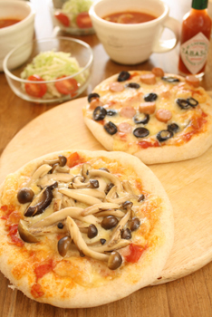 森のピザとソーセージオリーブピザ
