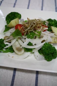 旬野菜と小女子のサラダ