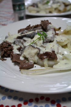 牛肉のハーブホワイトソース