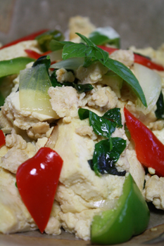 豆腐のタイ風バジル炒め