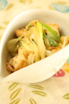 白葱と油揚げの炒め浸しのレシピ。