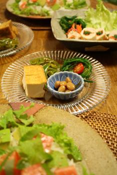 ロミロミサーモンとおつまみ皿
