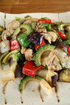 ゴーヤと夏野菜のチャンプルー