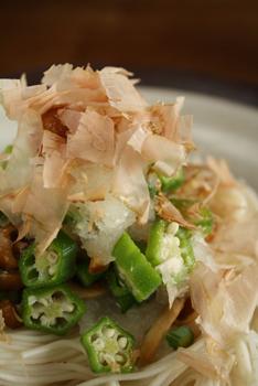 オクラとなめこのおろし和え素麺