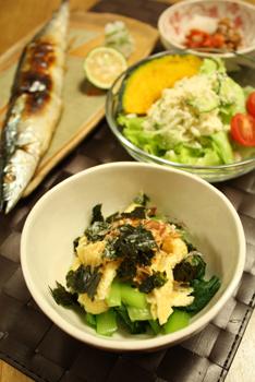 秋刀魚の塩焼きと小松菜のかつのり和え