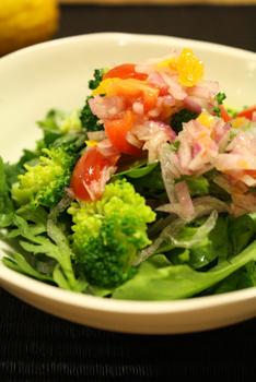 玉ねぎ柚子ドレッシングで大人サラダ