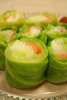 新玉ねぎとスモークサーモンのロールサラダ