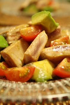 キハダマグロの一口ソテーサラダ