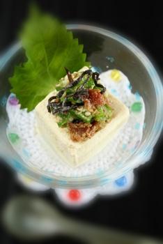 ゴマ梅昆布で豆腐トッピング