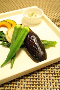蒸し野菜と茹で野菜のプレート