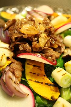 和牛とグリル野菜のサラダ
