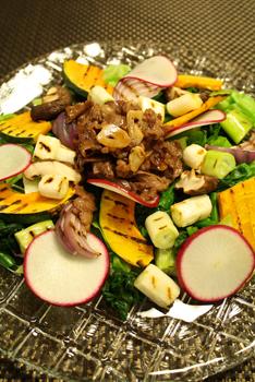 和牛とグリル野菜のカラフルサラダ