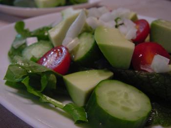 料理アボカドサラダ