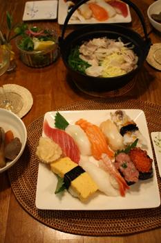 持ち帰り寿司と豚鍋の夕食