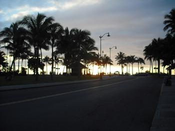 夕焼けのクヒオビーチ
